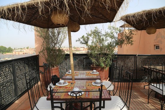 Riad Andalla : Terrace on rooftop where breakfast and dinner are served