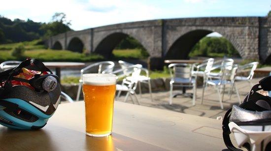 Ken Bridge Hotel: Beer on the Terrace after bike ride
