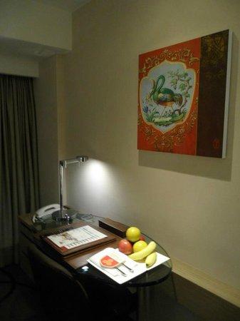 Chateau de Chine Hotel Kaohsiung: 房間有迎賓水果
