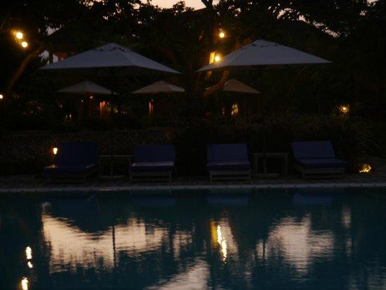 Medina Palms: Pool at night