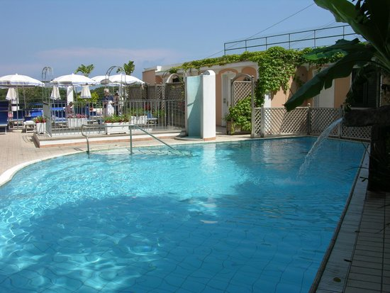 Hotel Bellevue Benessere e Relax : piscina scoperta