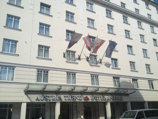 Austria Trend Hotel Ananas: Фасад отеля