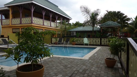 Country Country Beach Cottages: pool