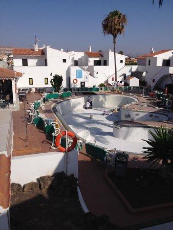 Puerto Caleta : View over Complex pool area