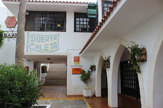 Puerto Caleta : Reception R. & stairs face up to apartments