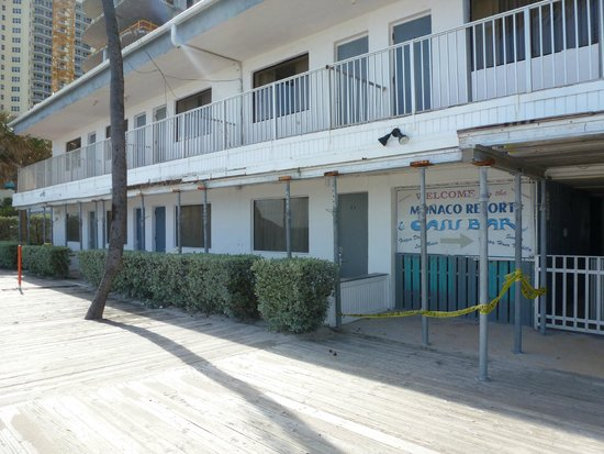 Travelodge Monaco N Miami and Sunny Isles Beach: Fachada desde la playa