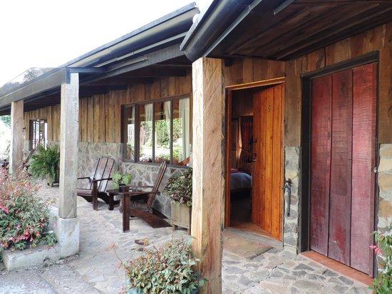 Poas Volcano Lodge: Porche