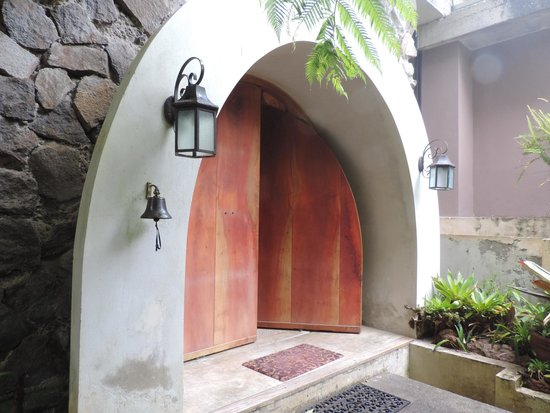 Poas Volcano Lodge: Entrada