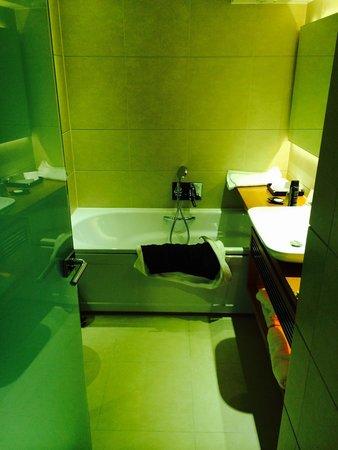 Park Plaza Westminster Bridge London: Twin suite studio room bathroom