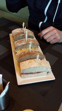 DoubleTree by Hilton Istanbul - Moda: Snack an der Bar für eine Person!