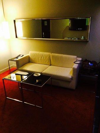 Park Plaza Westminster Bridge London: Twin suite studio room living area