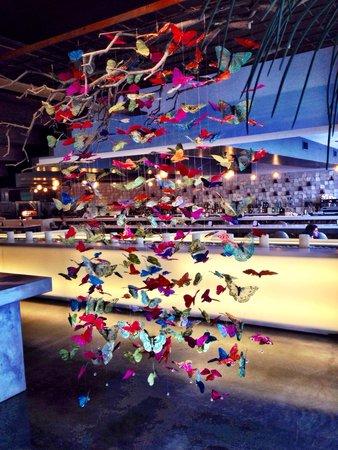 Radisson Blu Aqua Hotel: butterflies in the lobby