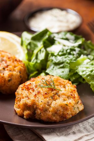 L T Evans Eatery & Drafthouse: Homemade Crab Cakes