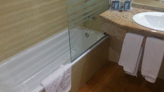Hotel Oasis Park: Baño