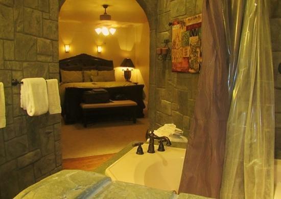 Wilson Creek Manor: Bedroom from powder room
