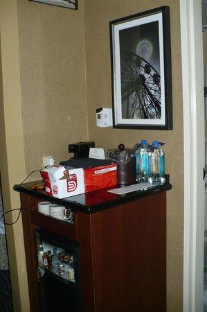 Warwick Seattle: The minibar in Room 1515.