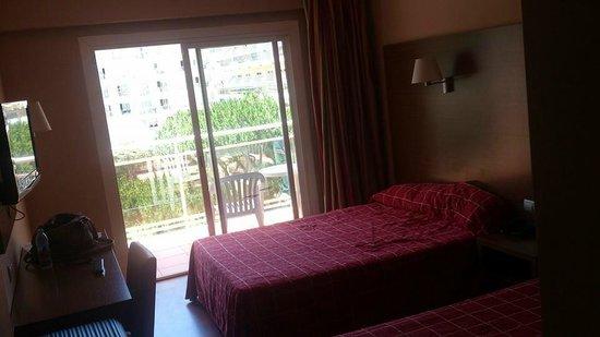 Hotel Oasis Park : Habitación
