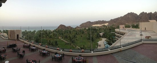 Al Bustan Palace, A Ritz-Carlton Hotel: View of the sea and mountains from the room