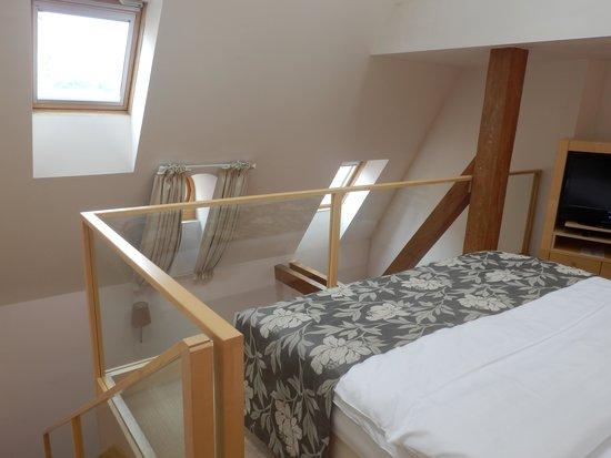 Ventana Hotel Prague: メゾネットタイプのデラックスルーム