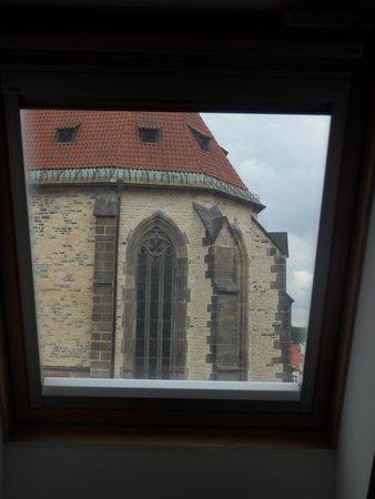 Ventana Hotel Prague: 窓からティーン教会が見える
