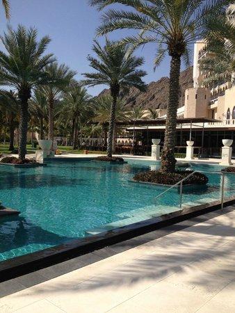 Al Bustan Palace, A Ritz-Carlton Hotel: Pool