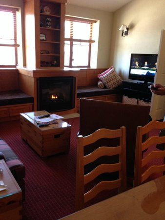 Grand Residences by Marriott, Tahoe - 1 to 3 bedrooms & Pent.: Main floor family room with fireplace