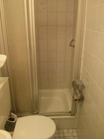 Centro Hotel Eden: Gemeinschaftsbad und WC