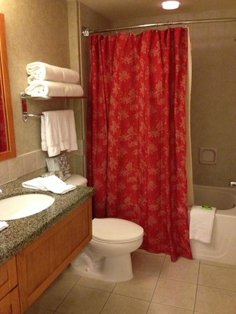 Grand Residences by Marriott, Tahoe - 1 to 3 bedrooms & Pent.: Main floor full bath across from kitchen