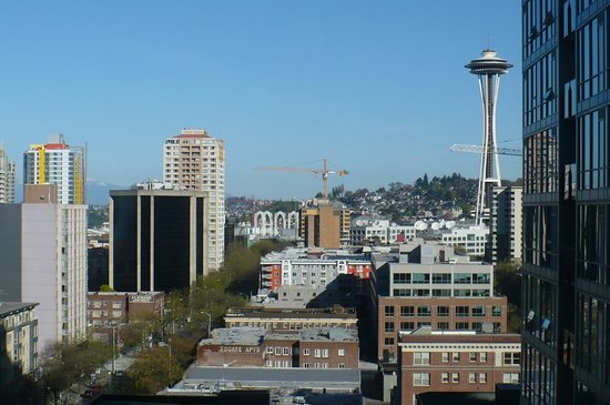 Warwick Seattle : View of Space Needle from Room 1515
