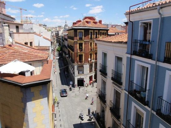 Hostal Adriano : View looking the opposite direction from balcony