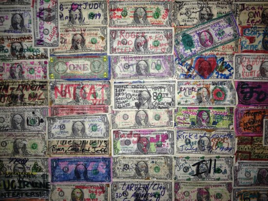 Dunraven Inn : Dollars on the wall