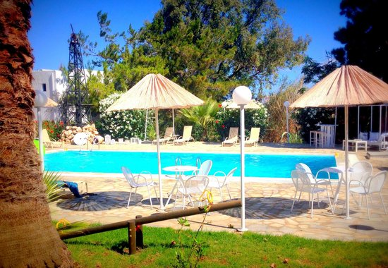 Home Hotel: Relaxing at the pool