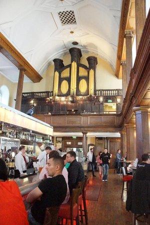 The Church : Restaurant von Innen, Barbereich