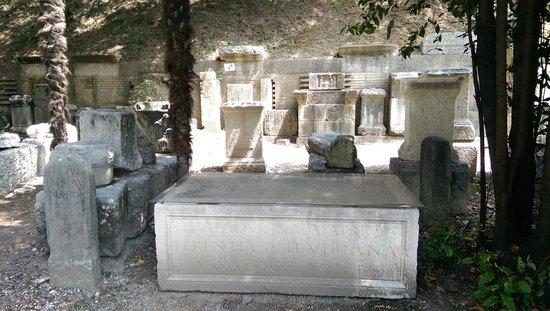 Teatro Romano: More ruins