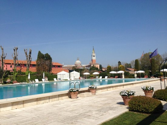 Belmond Hotel Cipriani : swimmingpool by day