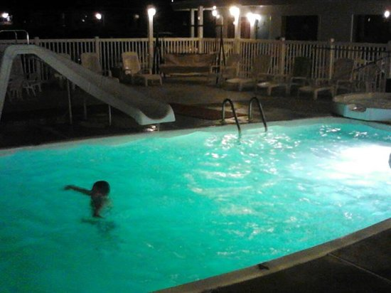 The Sand Box Motel: Pool is open at Night after Boardwalk Closes!