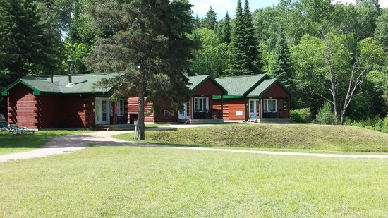 Adventure Lodge: Pond view cabins
