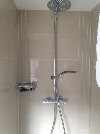No Ten Manchester Street : Shower, very clean