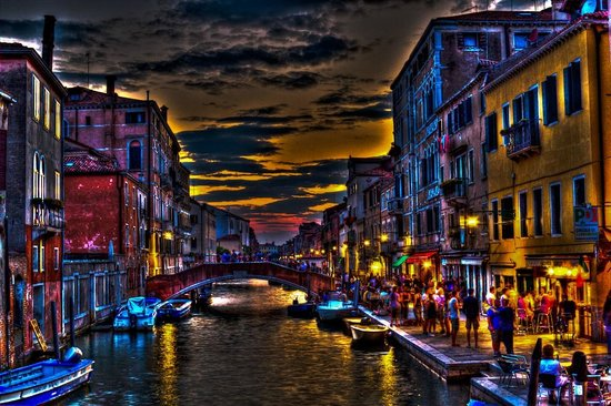 Boscolo Venezia, Autograph Collection: Locals area - lots of restaurants -two canals over