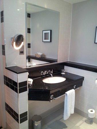 The Grosvenor Hotel: Ванная. Красивый дизайн, много зеркал.