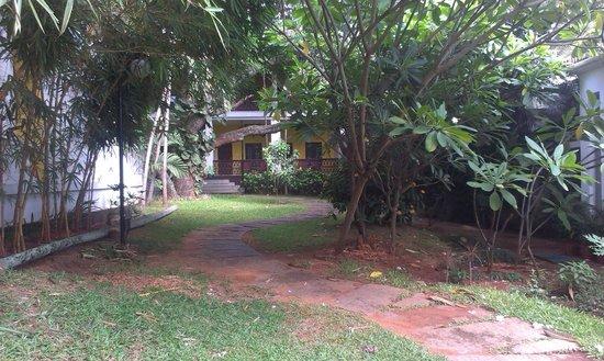 Royal Orchid Metropole Hotel : Garden