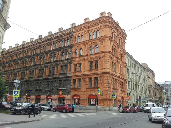 Idillia Mini-Hotel: Street view. Idiilia is in the grey building