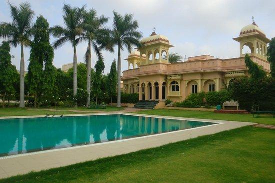 juSTa Rajputana, Udaipur Resort: Swimming Pool
