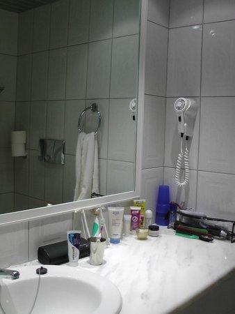 Mirabell Hotel: Bad im Zimmer