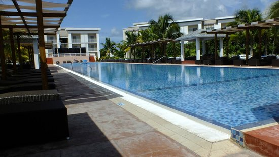 Hotel Playa Cayo Santa Maria: One of the side / bungalow area pools