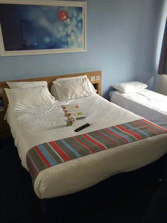 Travelodge Gatwick Airport Central: Comfortable Bed