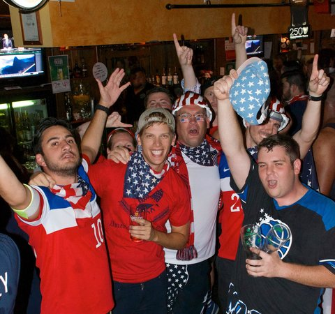 The Harp and Celt Irish Pubs and Restaurant: USA Fans supporting their team at World Cup Brasil