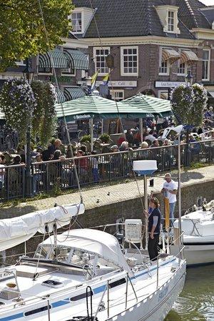 Cafe Ome Ko : Heerlijk terras en ALTIJD wat te zien en beleven in de sluis!!