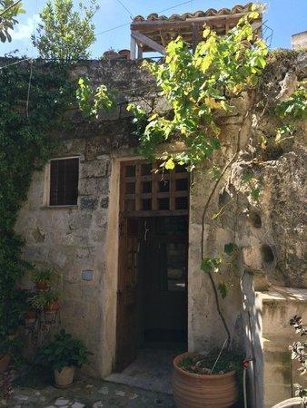 La Dolce Vita B & B: ingresso camera nelle grotte