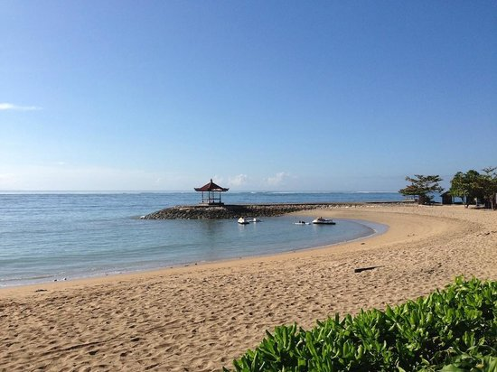 Conrad Bali: On the Beach
